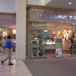 mall front 000404-006