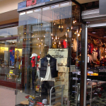 mall front 000404-011